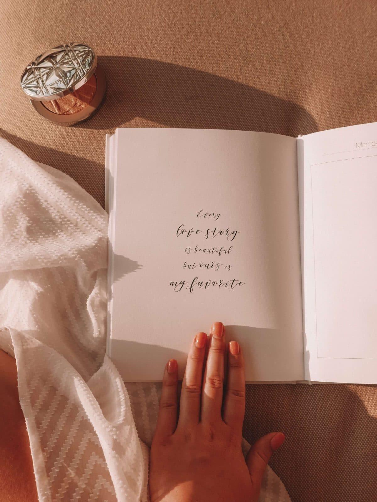 Vår helt egen bryllupsplanlegger dekker alle detaljer, store og små, for å hjelpe med å gjøre dagen din enda litt mer perfekt! Ikke minst er den fin å beholde som minne også i etterkant av den flotte dagen.