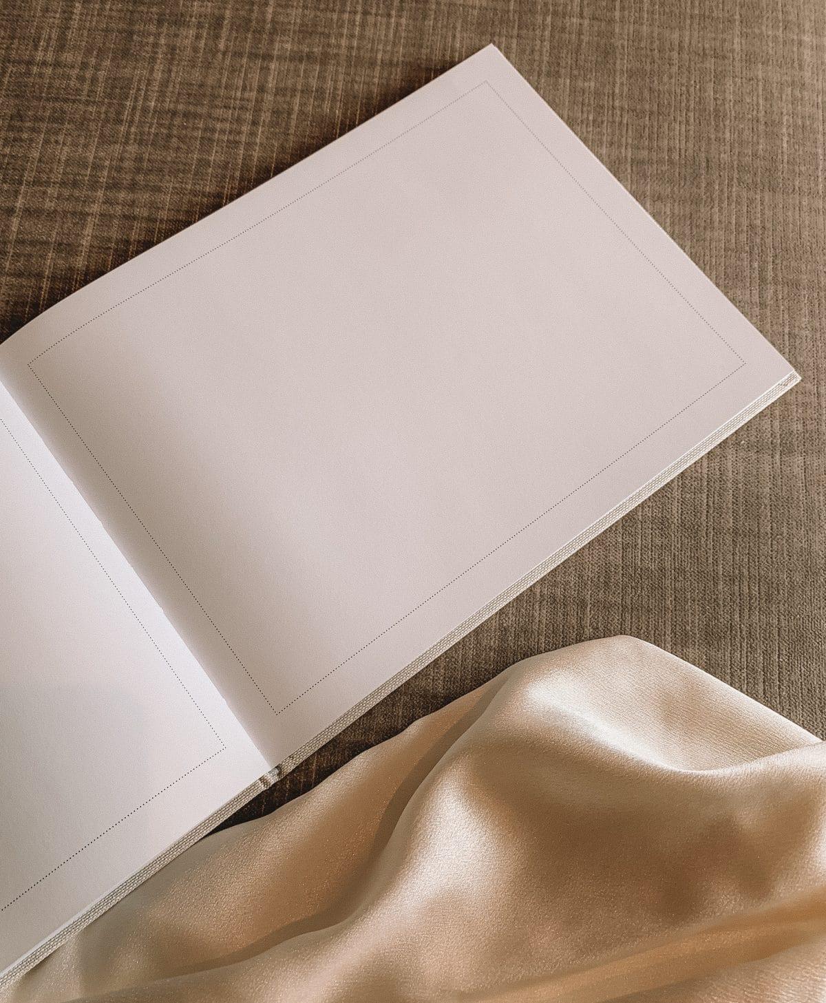 From this day forward – en nydelig gjestebok til bryllup. En bok hvor deres gjester kan skrive fine ord om den spesielle dagen og gi lykkeønskninger for fremtiden.