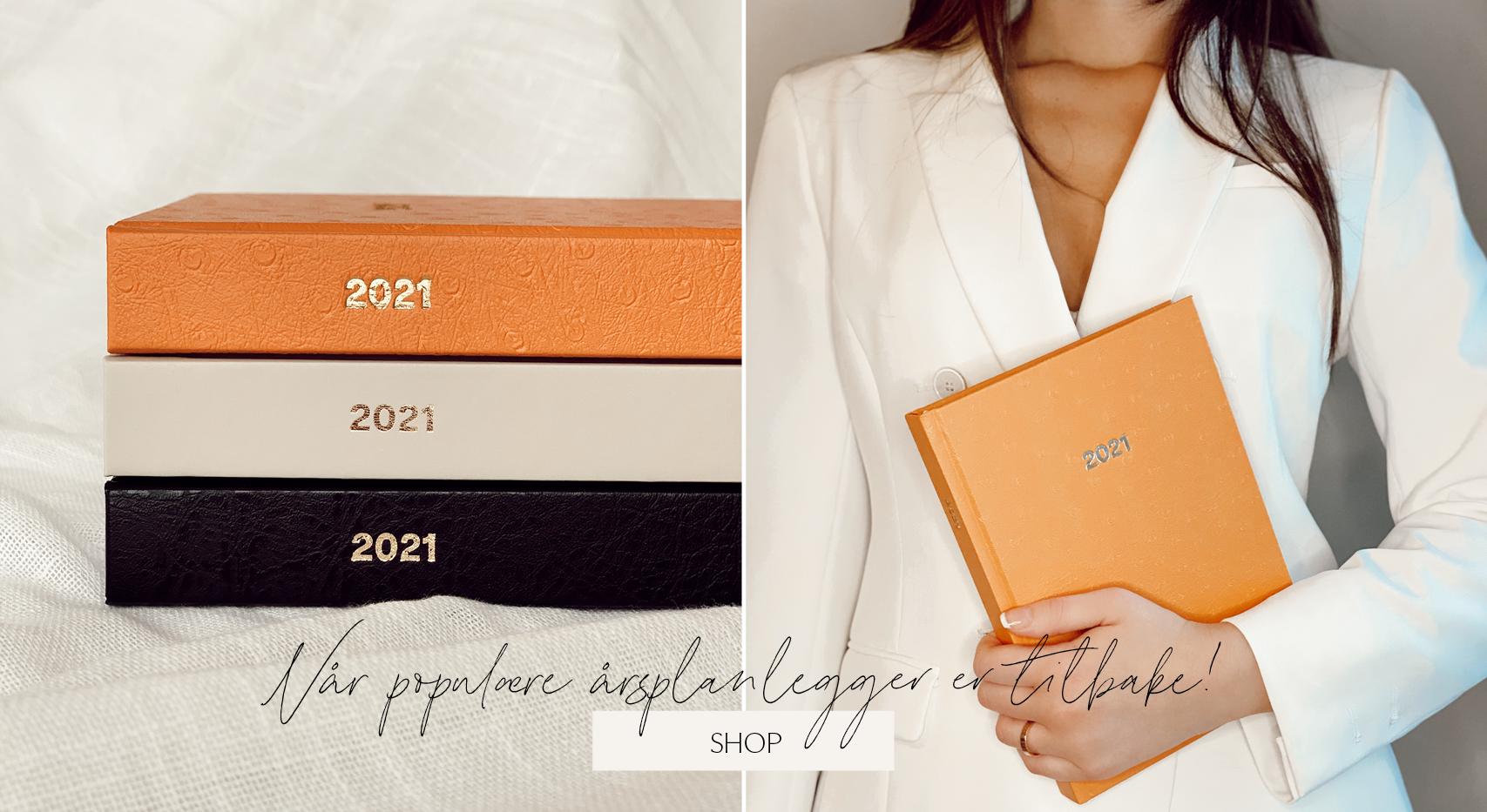 Vår planlegger for 2021 er designet for å gi deg oversikt over alle gjøremål, planer og mål du har satt deg: jobb/studier | reise og livsstil | økonomi | trening og selvpleie. Perfekt størrelse slik at du enkelt kan ta den med deg i vesken!